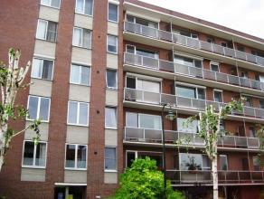 Twee slaapkamer appartement met grote garagebox gelegen op de 2de verdieping (lift aanwezig) op wandelafstand van centrum Leuven.  Indeling: Gang me