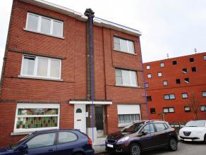 Ruime woning met aanhorigheden,3 slaapkamers en tuin,half open bebouwing. mogelijkheid tot autostaanplaats  of garage naast de woning. In goede staat