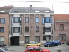 3 slaapkamer appartement met terras gelegen op de 1ste verdieping in klein appartementsgebouw. Bij het appartement wordt ook een kelderberging en auto
