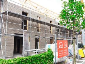 Klein nieuwbouwproject bestaande uit drie woningen: één halfopen en twee gesloten bebouwingen. Zeer degelijke, kwaliteitsvolle afwerking