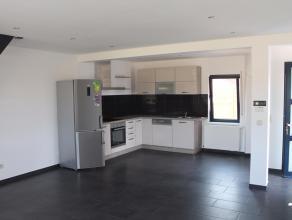 Mooi recent afgewerkt duplex-appartement gelegen te Baron E. Descamplaan 48 te Wijgmaal. Het appartement omvat mooie open leefruimte met open geï