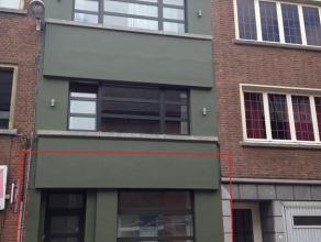 Mooi afgewerkt gelijkvloers appartement, gelegen in de Ijzerenwegstraat te Kessel-lo vlakbij het centraal station van Leuven. Het appartement ligt op