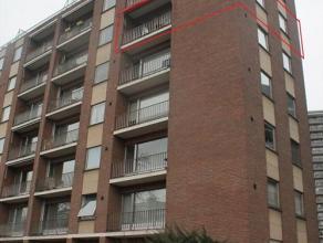 Zeer ruim gemeubeld appartement nabij centrum Leuven. Het appartement bevindt zich op de vijfde verdieping met terras en mooi uitzicht. Het omvat inko