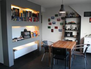 Dit appartement met slaapkamer aan de achterkant is gelegen in het centrum van Leuven vlak aan het STUK en het park. Het is gelegen op de derde verdie
