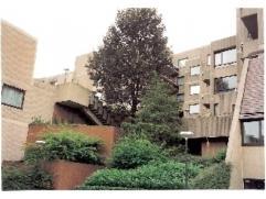 Prachtig, in de groene en rustige rand van Brussel gelegen appartement. Gelegen in een 3.5ha groen domein omzoomd door het Roodebeek park. Een vernieu