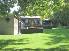 Rustig gelegen moderne villa op 21 are 48 ca met zeer mooie aangelegde tuin met mooi overdekt zwembad (10,3m x 4,5m) met douchekamer en kleedruimte al
