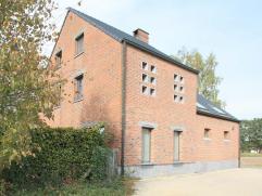 Op de grens met Keerbergen gelegen, ruim en zonnig gerenoveerd hoevegebouw op 1 hectare 50 are met open landelijk uitzicht op de weilanden. Volledig v