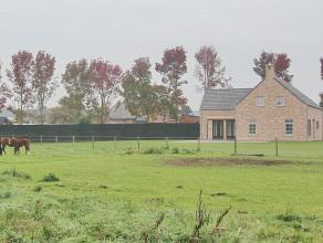 Nieuwbouwvilla op 1 hectare 83 are met tuin en weiland - tuin met ruim terras, oprit en parking. Mooi vergezicht op groene landelijke omgeving. Zuid g