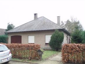 Haacht; Klein Appelstraat 27: hal, living, keuken pergola, badkamer met wc, 3 slaapkamers , garage, grote tuin met tuinhuis, zolder RUSTIG GELEGEN vri