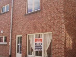 Mechelen, Colomastraat 35; leefruimte, keuken, 2 slaapkamers met aparte lavabo, wc, badkamer, berging verbruik nutsvoorzieningen: 50 euro/m per persoo