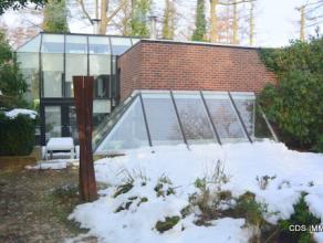 Post-modernistische ARCHITECTENVILLA, gebouwd in 1968 en verbouwd in 1980 olv architect Gerard Cools. Gelegen in rustige verkaveling Steyveld te Hoog-