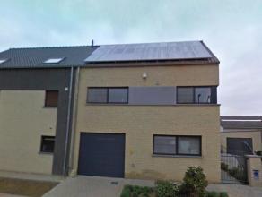Zeer goed gelegen appartement met zeer ruime terras!!Indeling: 1ste verdieping: hal, woonkamer met open ingerichte keuken en terras!2 slaapkamers, bur