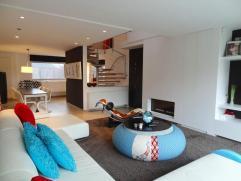 Dit ruim en luxueus duplex-appartement van 2007 is gelegen te Korbeek-Lo, kort bij alle winkels, openbaar vervoer op minder dan 50 meter, nabij expres