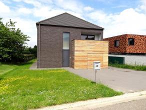 Deze moderne villa (2008) is gelegen te Haasrode in een rustige straat voor enkel plaatselijk verkeer. Op enkele minuten bent u op de E40, Haasrode Re