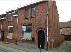 STADSWONING met 2 slaapkamers en binnenkoer te huur te Diest, Vestenstraat 44.De woning is gelegen aan het begijnhof en omvat : woonkamer, eetkeuken,