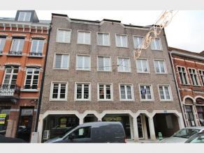 Appartement met 2 slaapkamers, terras en garage te huur in het centrum van Diest, Hasseltsestraat 58.Het appartement is gelegen op de eerste verdiepin