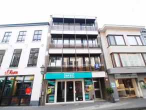 Volledig gerenoveerd APPARTEMENT te huur in het centrum van Diest, Botermarkt 15. Het appartement is gelegen op de eerste verdiep in een gebouw met ha