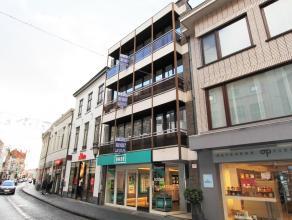 Volledig gerenoveerd APPARTEMENT te huur in het centrum van Diest, Botermarkt 15. Het appartement is gelegen op de derde verdiep in een gebouw met han