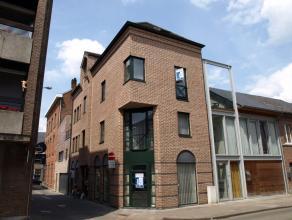 Mooie STUDIO te huur in het centrum van Diest. De studio is gelegen op de eerste verdieping en omvat : leefruimte met open keuken en badkamer met douc