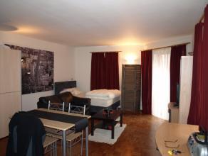 Leuke STUDIO te huur in het centrum van Diest. De studio is gelegen op de eerste verdieping en omvat : leefruimte met open keuken en een aparte badkam