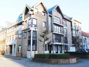 Ruim APPARTEMENT van +/- 155m2 met 3 slaapkamers te huur in het centrum van Diest, Graanmarkt 2. Het appartement is gelegen op de tweede verdieping in