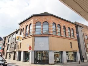 Ruim APPARTEMENT te huur in het centrum van Diest, Schaffensestraat 8. Dit leuk appartement is gelegen op de eerste verdieping in een gebouw met lift,
