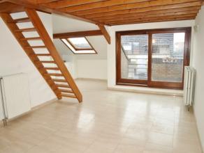 Leuk Dakappartement te huur in het centrum van Diest, Sint Annastraat 1. Het appartement is gelegen op de 3de verdieping in een hoekgebouw met lift. I