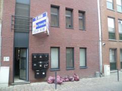 Gelijkvloers appartement met 1 slaapkamer en terras in het centrum van Diest. Het appartement studio is gelegen op wandelafstand van winkels, het open