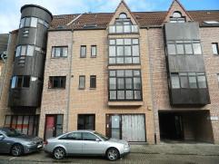 Gunstig gelegen appartement met 2 slaapkamers in het centrum van Diest. De INDELING: Inkomhal, woonkamer, keuken, badkamer, 2 ruime slaapkamers en bal