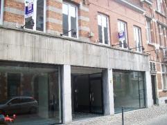 Zeer ruim vernieuwd duplex appartement met 2 slaapkamers (155m²) in het centrum van Diest De INDELING : - niveau 1 : toilet + berging, keuken, wo
