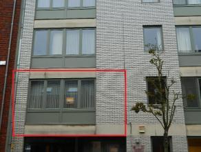 Gunstig gelegen appartement met 2 slaapkamers in het centrum van Diest. De INDELING is als volgt: Inkomhal, woonkamer, keuken met berging, balkon, ind