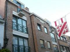 Appartement in de winkel-wandelstraatBestaande uit : inkomhall, living, open keuken, 2 slapkamers, badkamer met ligbad, wc en bergingEPC : 122 kWh/m&s