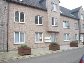 Rustig gelegen appartement op het gelijkvloers met garageboxIndeling : living, open keuken, slaapkamer, badkamer, berging en ondergrondse garagebox. 1