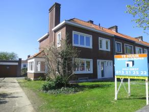 Prachtig volledig gerenoveerde woning aan de rand van de stad. De woning heeft een mooie tuin,  inpandige garage, 3 slaapkamers, volledig onderkelderd