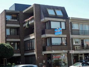 Ruim appartement op 2e verdiep, nabij de ring van Diest met vlotte verbinding tot de E314. Voorzien van 3 terrassen en eigen garage.<br /> <br /> Inde