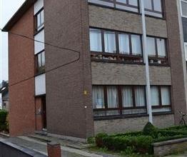 Zeer aangenaam appartement (80 m2) met 2 slaapkamers in een doodlopende straat met een terrasje. Op de 2e verdieping van een laagbouw appartement bere