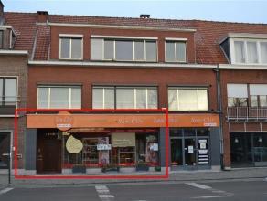 Handelspand gelegen op een goede verbindingsweg tussen Antwerpsesteenweg en Liersesteenweg. Grote vitrine van +/- 7 m straatzijde met een aparte inkom