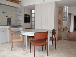 Exclusief appartement in een totaal gerenoveerd, prachtig pand in het hartje van de stad ! Inkomhal (mogelijk wachtruimte voor bureel / praktijk) met