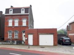 Zeer ruime te renoveren gezinswoning gelegen op 7a 80ca nabij het stadscentrum. De woning omvat op het gelijkvloers: inkom, ruime leefruimte, eetkamer
