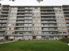 Gezellig appartement op het gelijkvloers (aan achterkant gebouw) op wandelafstand van station en centrum omvat: inkomhal met apart toilet, leefruimte,