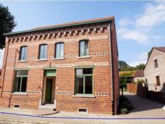 Volledig gerenoveerde en instapklare, ruime gezinswoning op 4a 85ca in het landelijke Glabbeek. De woning omvat op het gelijkvloers: ruime leefruimte,