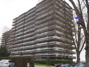 Goed gelegen ruim appartement op de 10de verdieping met prachtig panoramisch zicht en in de buurt van scholen, winkels, warenhuizen, station en met ee