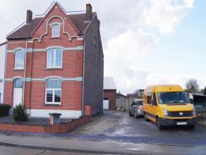 Goed gelegen ruime en karaktervolle gezinswoning op een perceel van 12a 77ca in het dorpscentrum van Glabbeek nabij school, winkel en met vlotte verbi
