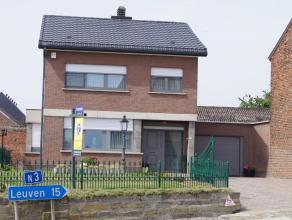 Zeer mooie en perfect onderhouden gezinswoning gelegen in het gezellige Kumtich met een vlotte verbinding Leuven en autosnelweg. School, warenhuis, ba