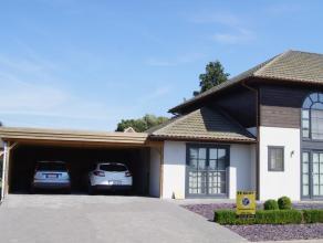 Mooie, gezellige, instapklare halfopen bebouwing. De woning is een energiezuinige houtskeletbouw wordt verwarmd met CV op aardgas en bevat op het geli