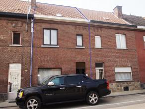 Uiterst gezellige rijwoning te huur, nabij het centrum van Tienen. Deze omvat woonkamer, ingerichte keuken, bijkeuken, badkamer, 2 slaapkamers en mooi