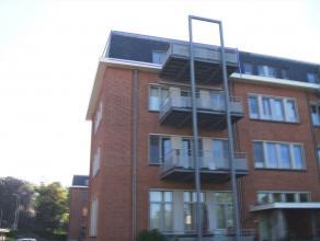 Ruim appartement gelegen op de 3de verdieping (met lift) in residentie Zuchero. Omvat inkomhal, grote leefruimte van 41 m², apart toilet, volledi