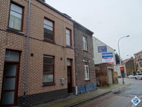 In Tienen bieden wij U deze mooie, ruime woning te huur aan. Het gelijkvloers bevat een ingerichte keuken, een woon en eetkamer, de veranda en buiten