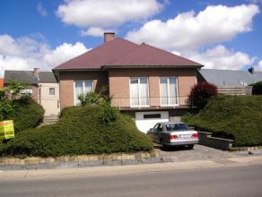 Mooie bungalow met: Hall, ruime Living, volledig Ingerichte Keuken 4x4m met kookvuur en dampkap,3 grote Slaapkamers 4x4m, Badkamer met bad en lavabo ,