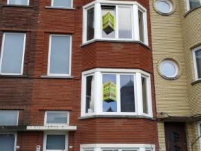 Dit gebouw is onderverdeeld in 2 wooneenheden waarbij GLV en 1STE VERDIEP met gemeenschappelijke trap toebehoort aan 1 huurder en de 2DE & 3DE Ver
